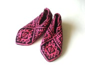 Slippers , knitted socks, Knitted Turkish Socks - bright pink and Black Knitted Slippers - Crochet Women Slippers - Knitted Home Shoes