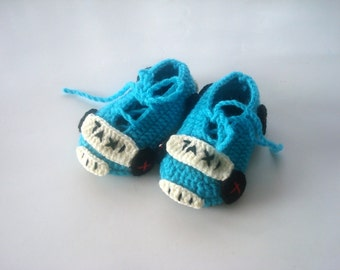 Crochet Baby shoes, turquoise taxi cars baby shoes, crochet baby booties 0 - 12 months baby, caes taxi baby booties, baby socks