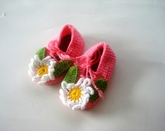 Daisy Pink Baby Booties, baby slippers, crochet baby shoes, crochet baby booties 12 - 18 month baby, crochet baby shoes, baby socks