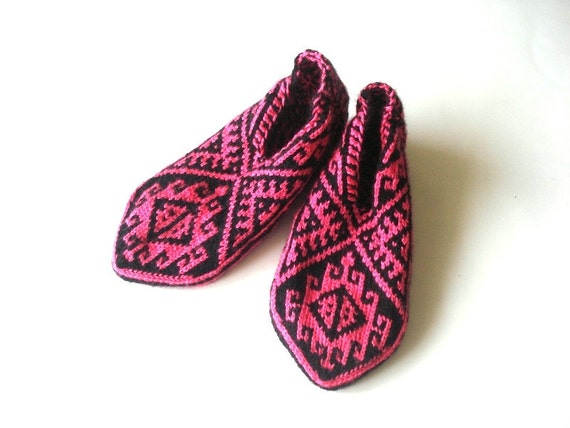 Knitting Pattern For Turkish Slippers : Slippers knitted socks Knitted Turkish Socks bright pink