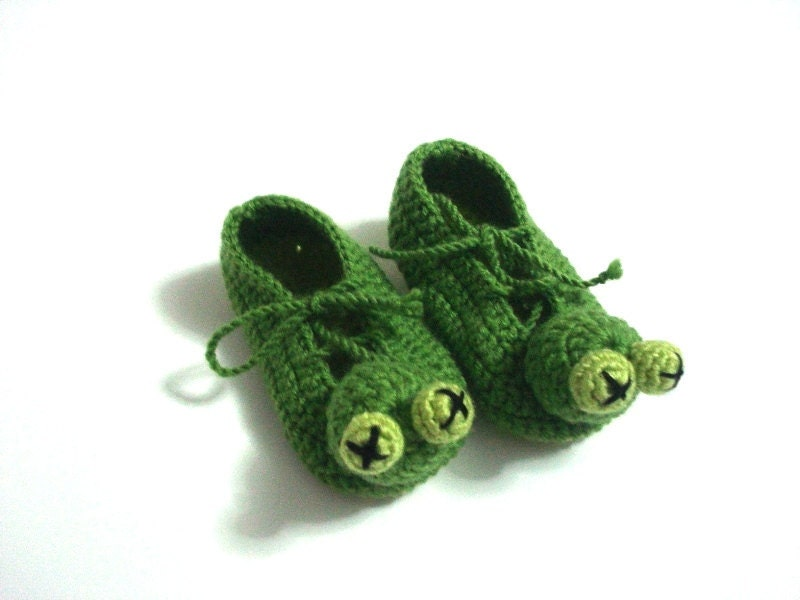 Knitting Pattern For Frog Slippers : Green Frog Baby Booties baby slippers animal crochet baby