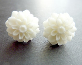 FLOWER EARRINGS White earrings post studs chrysanthemum pure white