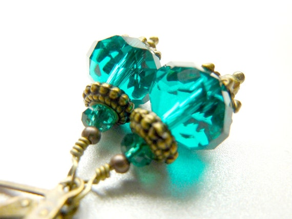 Emerald earrings vintage dangle emerald green faceted beads