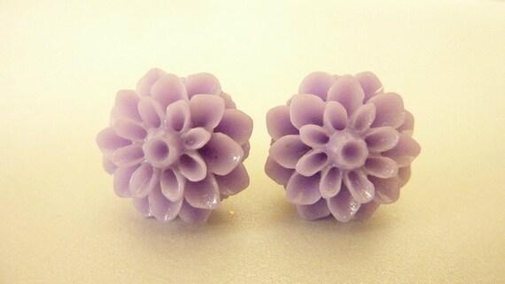 FLOWER EARRINGS, lavender purple post stud resin chrysanthemum