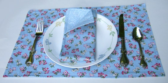 Cloth Placemats- Dogwoods on Blue- Reversible- Cotton- Set of 4
