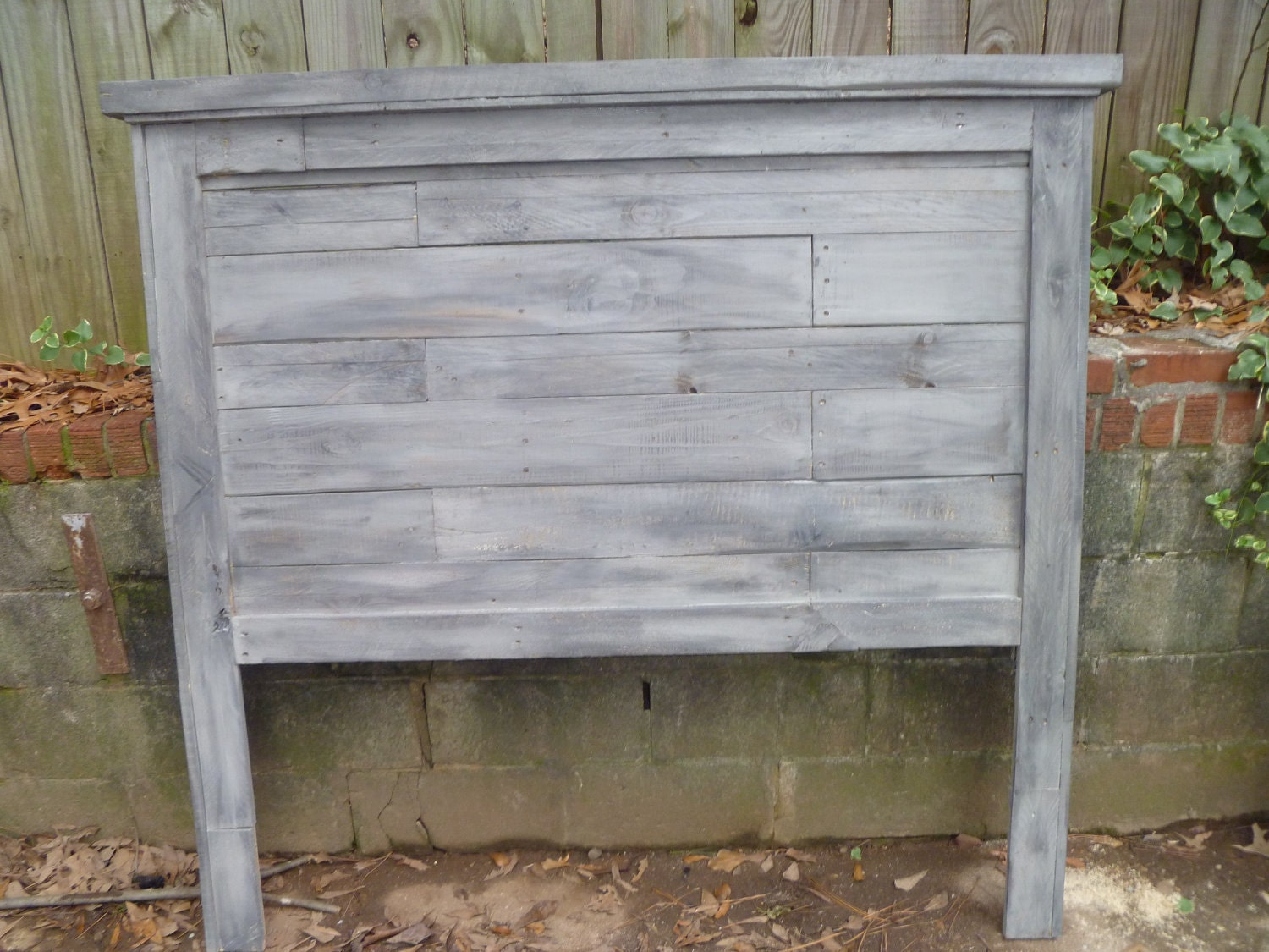 Pallet farmhouse style headboards full size for How to make a king size headboard out of pallets