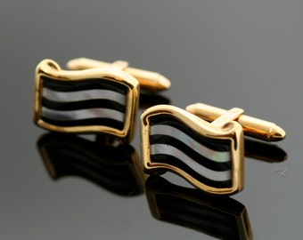 Vintage 14k Yellow Gold Inlaid Black Onyx and Mother of Pearl Cufflinks
