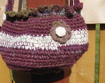 Large crochet bag with ruffled lace trim