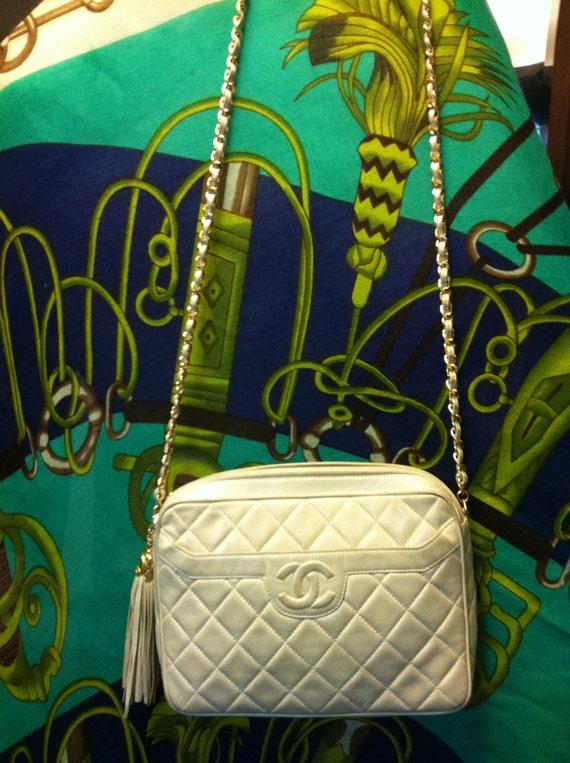 Summer SALE  90s Vintage CHANEL ivorybeige lambskin purse with gold chain strap