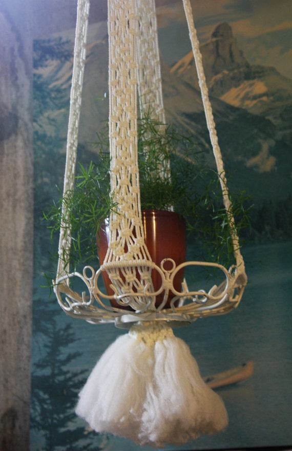 "White Macrame Hanging Planter with Wire Tray - 5 1/2"" Feet Tall"