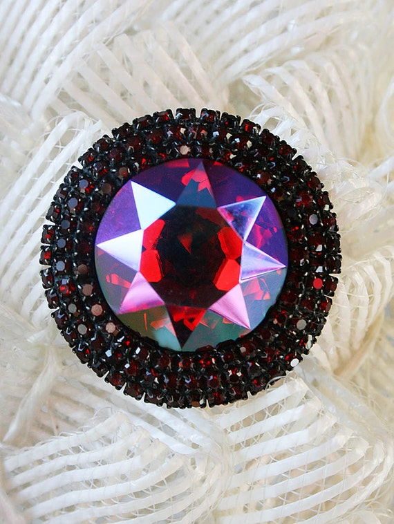 Vintage Weiss PIn, Faceted, Circular Shaped with Aurora Borealis colors