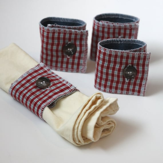 fabric napkin rings // flannel napkin rings // rustic tabletop decor // plaid napkin rings // button napkin rings // plaid home decor
