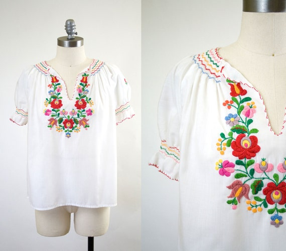 vintage peasant blouse // embroidered floral top
