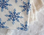 Vintage EMBROIDERED TABLE CLOTH , tablecloth with bleu snowflakes, and fringed edges.