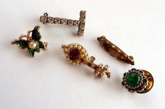 Jewelry Lot Small figural pins  - Five Brooch Pins   1014ag-012312000