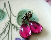 FREE SHIPPING Hot Pink Fuchsia Vintage Glass Cabochon PEAR Stone Earrings