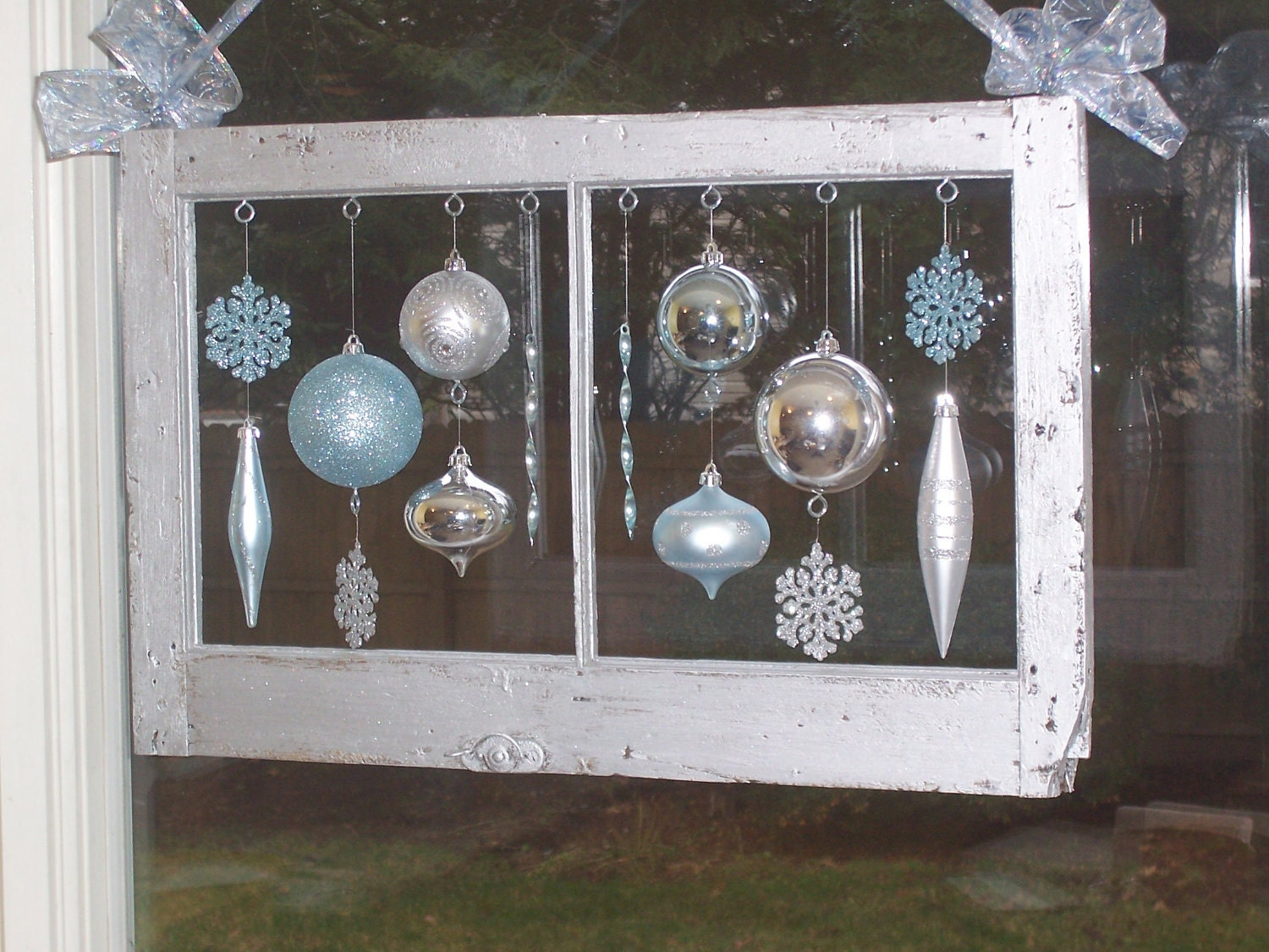 Antique wood window frame ornaments christmas holiday for Old wooden windows craft ideas
