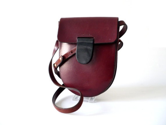Vintage French saddle bag leather party equestrian satchel red burgundy oxblood mulberry fashion accessories 70s cross shoulder