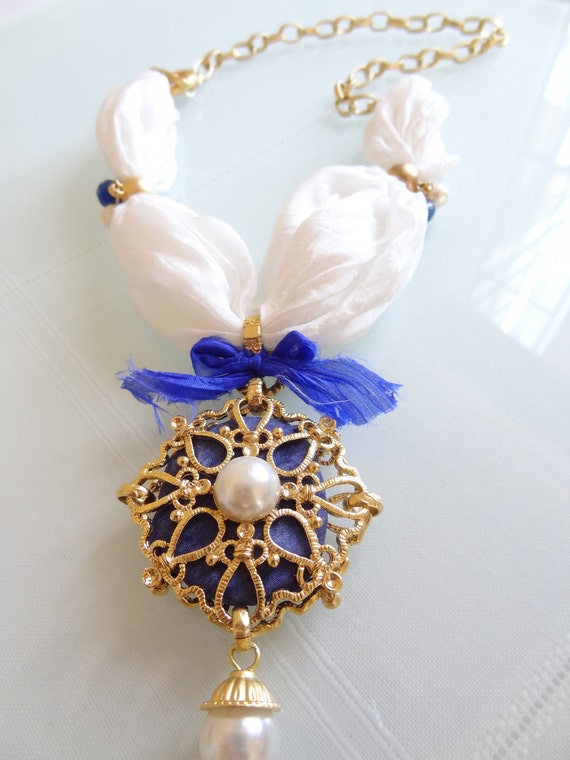 Cobalt blue, gold-plated pendant, white raw silk, pearl necklace