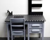 Big VINTAGE wood KIDS DESK with drawers and his chair in a black and white dots oilcloth