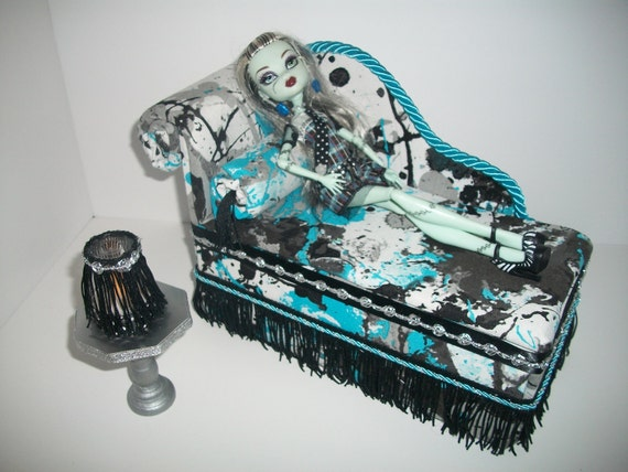 meubles pour monster high dolls lit de salon chaise. Black Bedroom Furniture Sets. Home Design Ideas