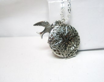 Vintage Silver  locket with  Bird Necklace   Simple and romantic  Gift for her  Free Shipping  Worldwide