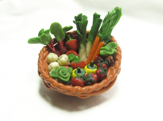 Basket o' veggies Brooch