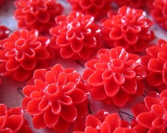 Resin Flower Cabochons / 10 pcs Red Resin Dahlia Mum 15mm