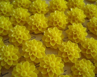 Yellow Flower Cabochons / 6 pcs 15mm Yellow Mum Cabochon / Flat Back Mum Flower / Perfect for DIY Jewelry