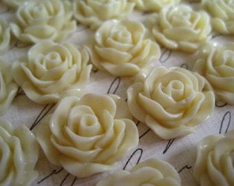 Resin Cabochon Flower / 6 pcs Light Goldenrod Yellow Cream Roses Cabochon Flat Back 19mm