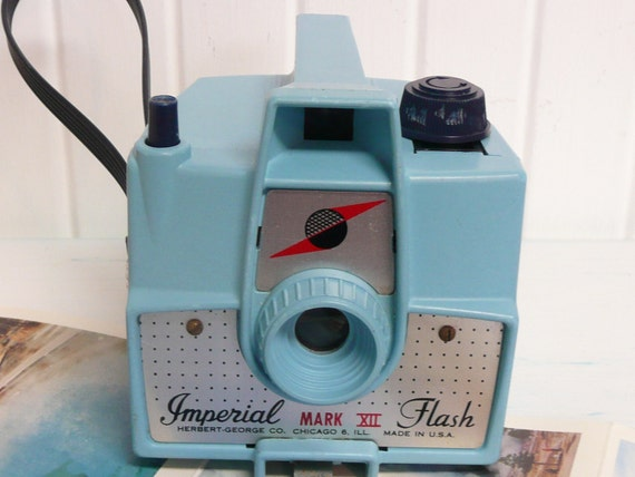 1960s Aqua TURQUOISE Bakelite Box Camera, Imperial Mark XII, Collectible - Vintage Travel Trailer and Home Decor