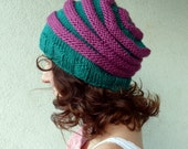 Slouch beanie hat turquoise with pink stripes