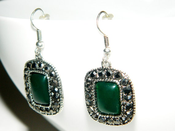 emerald-green stones, swarovski earrings, embroidered, for bridesmaids for the wedding