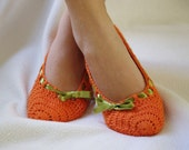 women home slippers orange and green  only size: 7-8