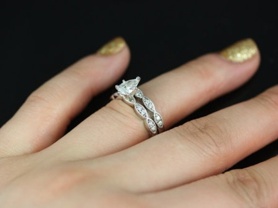 like this item - Pear Shaped Wedding Ring Sets