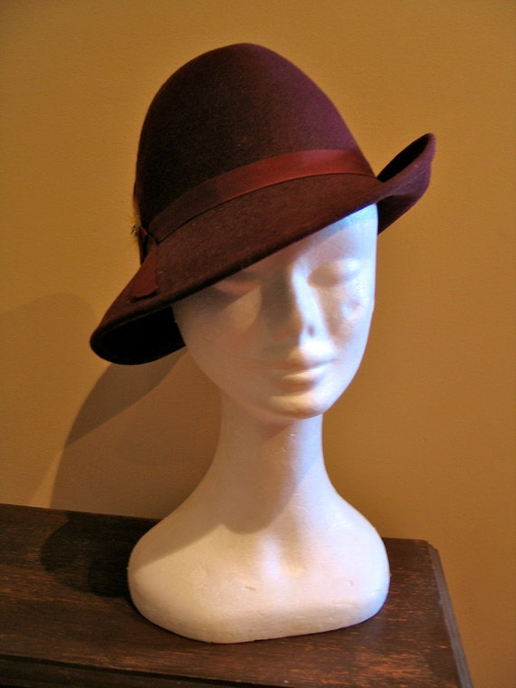 vintage 1940s burgundy fedora hat with feather