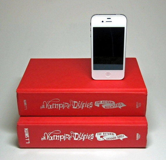 The Vampire Diaries Charging Station for iPhone and iPod