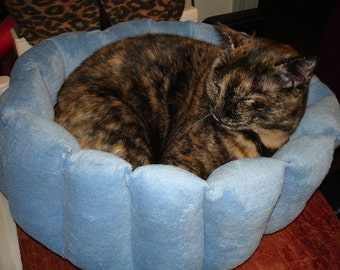 Cat bed, dog bed, kitty bed, deep bed, cup bed, pet bed, blue bed, puppy bed, round bed, machine washable, dryer safe,washable bed