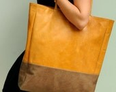 INGENUE. Leather tote / shoulder bag / oversized tote / simple leather bag / shopper bag. Available in different leather color combinations.