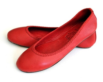 AISÉ. Red leather shoes / leather ballet flats / red shoes / red flats / custom shoes. Sizes 35-43. Available in different leather colors.