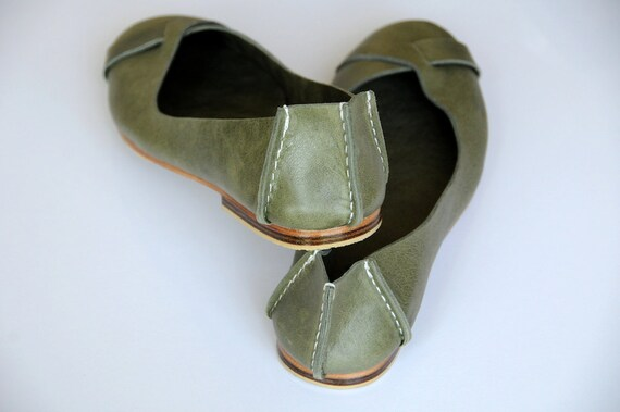 NATIVE. Leather ballet flats / womens shoes / flat shoes / rustic / leather flats. Sizes US 4-14. Available in different leather colors.