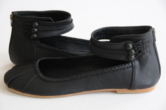 MUSE. Black flats / black leather shoes /  ballet flats / womens shoes / custom shoes / bridal flats. Available in different leather colors.