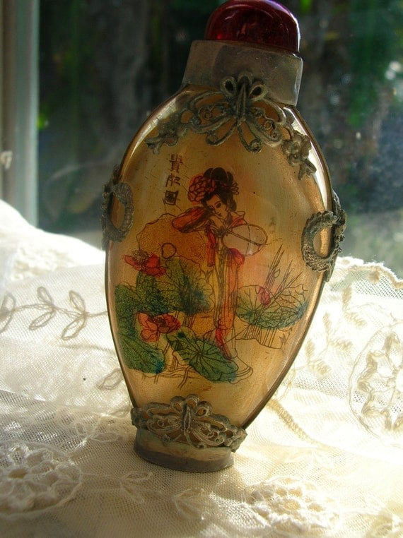 Vintage snuff bottle, Asian,Chinese,Japanese,Oriental,filigree ,geisha girl