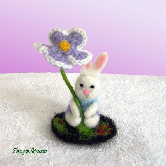 Needle Felted Bunny with an crochet umbrella-flower