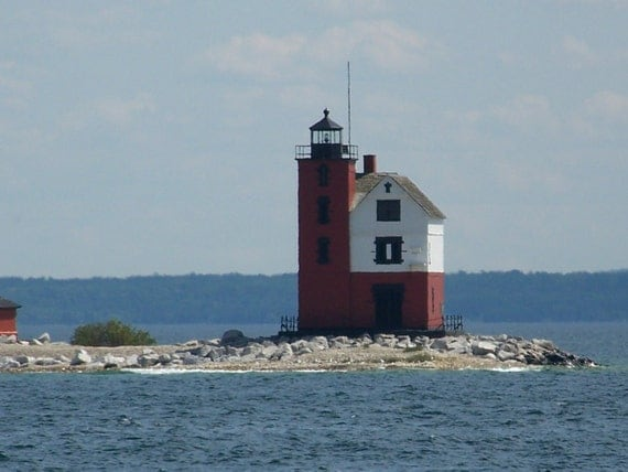 Mackinaw Lighthouse / Mackinaw Island / Free US Shipping