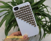 Antique Silvery pyramid stud White Hard Case for Apple iPhone 4 , iPhone 4s,  iPhone 4 Hard Case, iPhone Case MB191