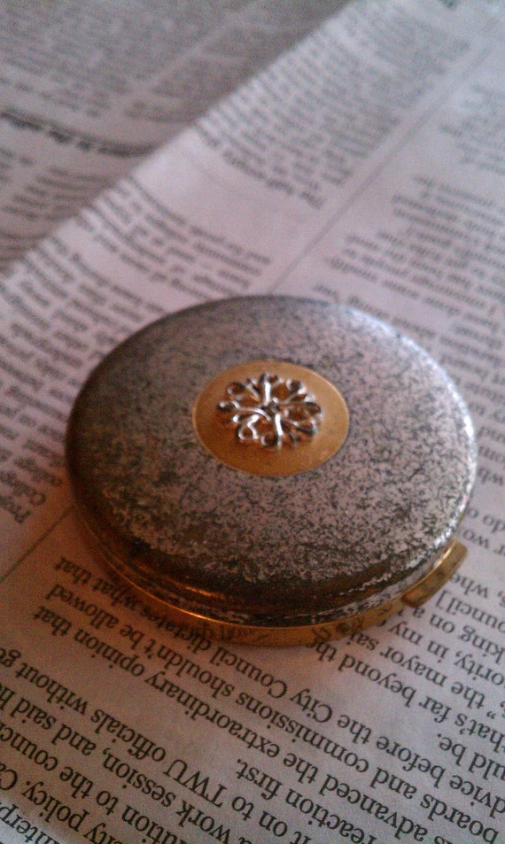 Vintage Compact Refilled with Lip Balm- Silver and Gold