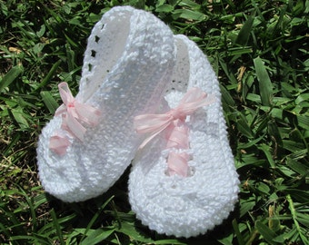 Crochet baby white pink crib shoes booties