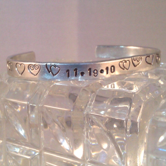 Custom-stamped Bracelet to Commemorate a Special Day (hearts5125)