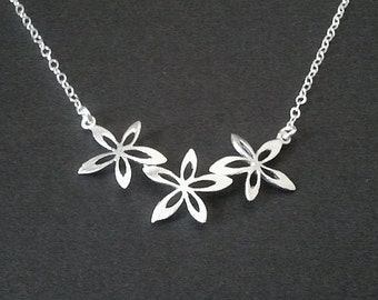 Narcissus Flower statement necklace- bridesmaid gifts,Wedding jewelry - Silver or Gold